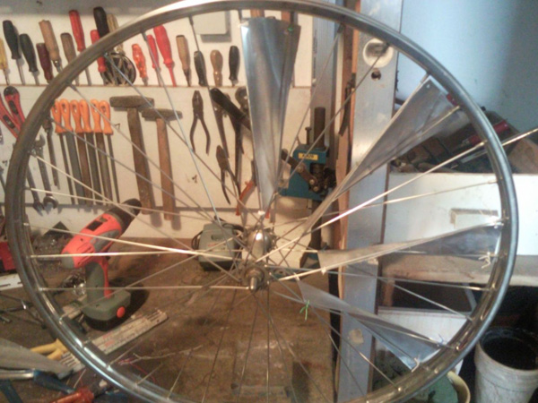 modifikation windrad aus alter fahrradfelge. Black Bedroom Furniture Sets. Home Design Ideas