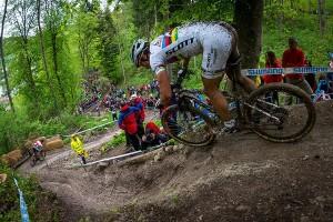 Schurter_downhill_backview
