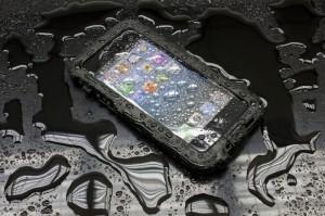 BioLogic Hard Case for iPhone 5, wet on black