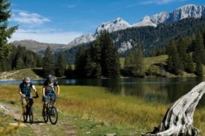 Mit dem Rad vorbei an wunderbar entlegenen Seenlandschaften