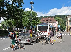 NaTourBus mit Fahrradhänger