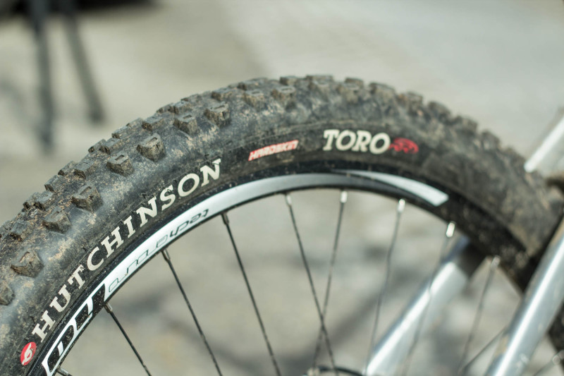 Hutchinson Toro Rear
