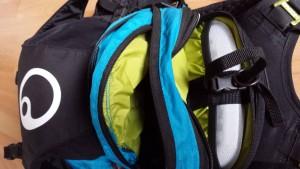 Insgesamt drei Fächer, jeweils unterteilt in kleine Taschen.
