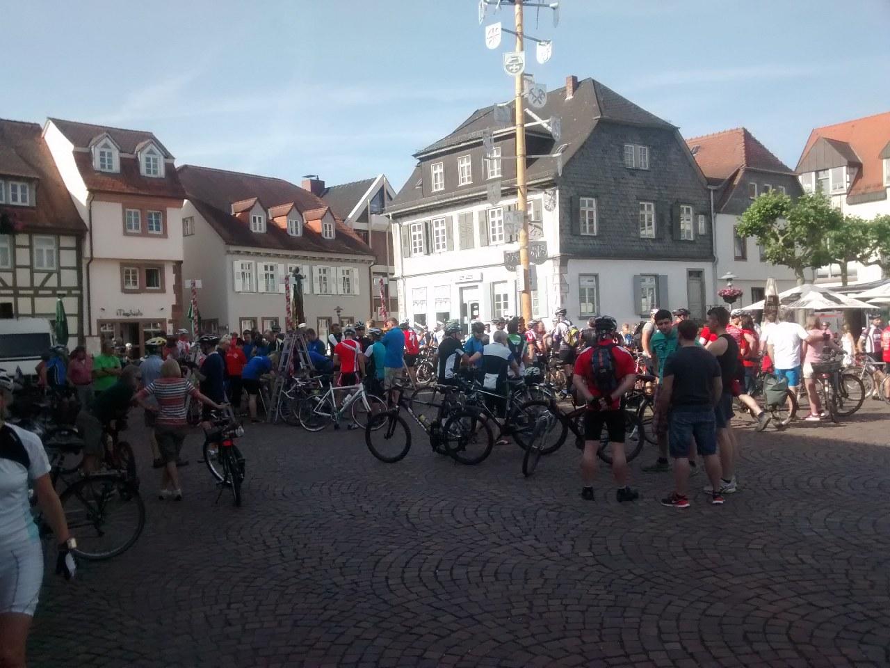 Hoffnungstour: Treffen auf dem Marktplatz in Dieburg