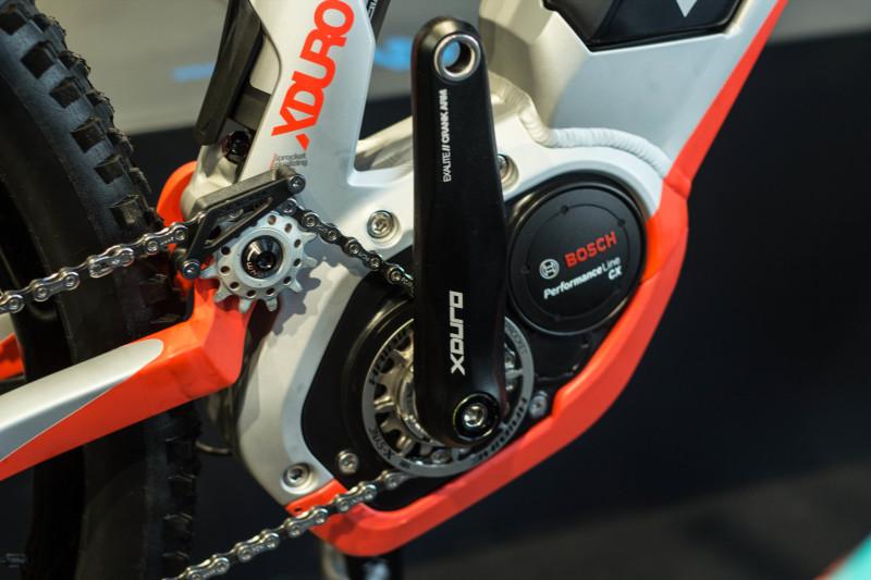 Mittelmotorkonzept mit tiefem Schwerpunkt, hier zu sehen am XDURO.