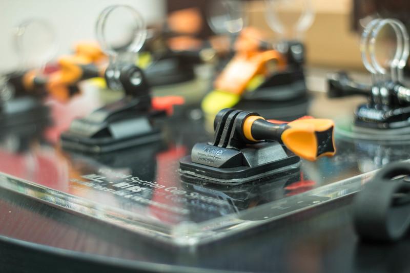 Neue Halterung mit Sollbruchstellen welche die Kamera im Falle eines Sturzes ausklinken.