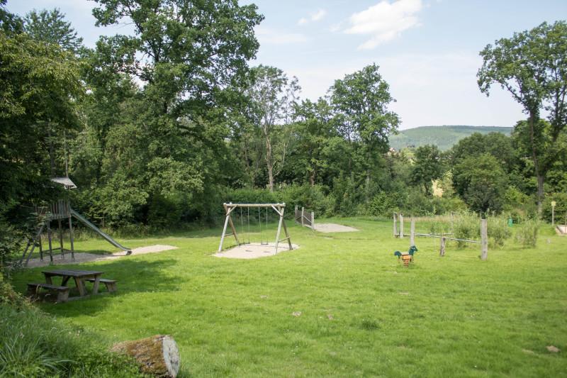 Umfangreicher und familienfreundlicher Spielplatz am Fuße des Warsteiner Bikeparks