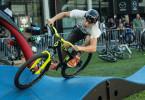 Unbekannter Fahrer auf dem Pumptrack auf der Eurobike 2015