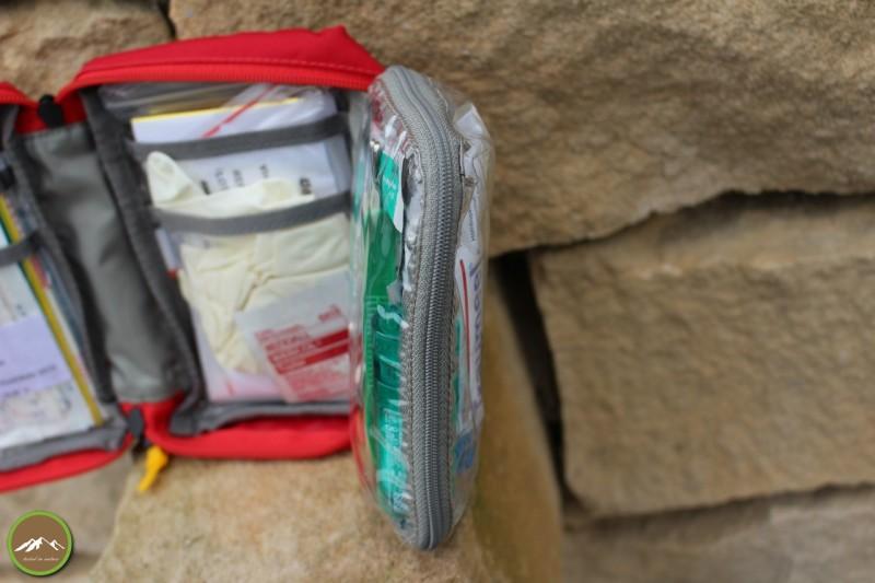 Durchsichtige Einschubfächer aber auch eine durchsichtige verschließbare Tasche