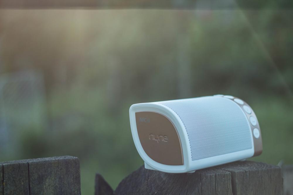 Nyne Cruiser Musikbox - Runde Form und warme Farben.