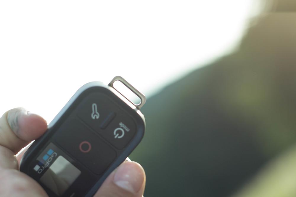 Anhängemöglichkeit für Schlüssel oder Anschluss zum Laden - Universelle Buchse am Remote von GoPro
