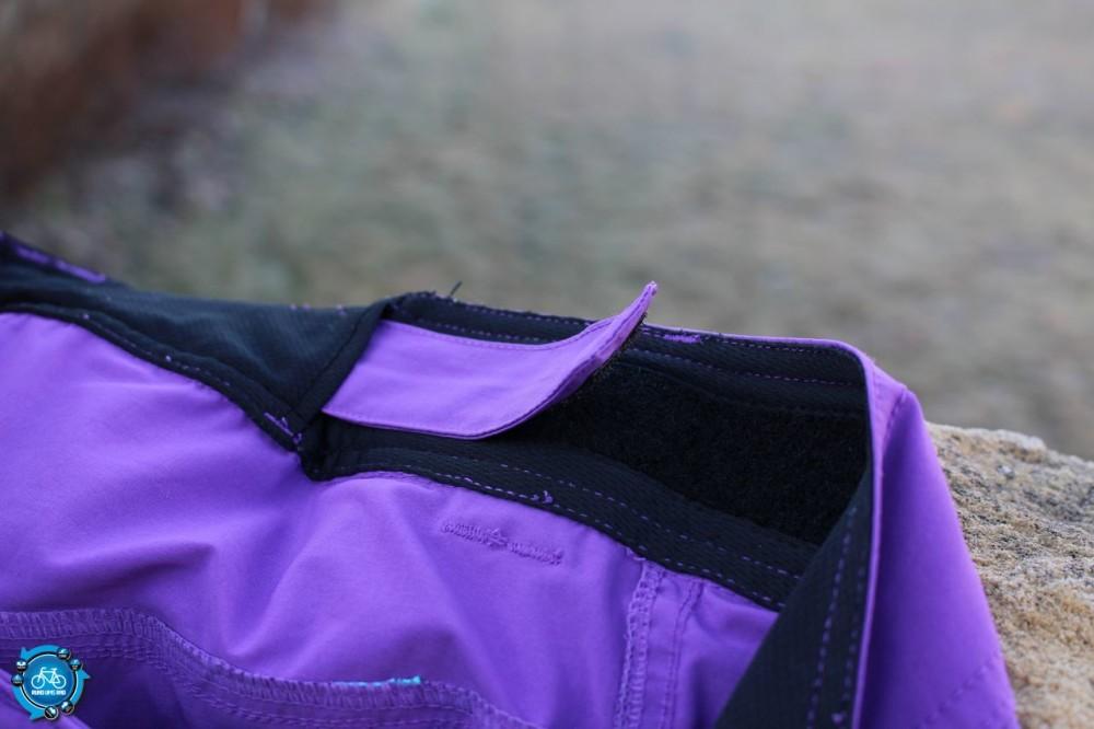 Klettverschluss zur Weitenregulierung an der Taille