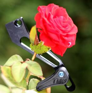 So leicht, dass selbst eine Rose nicht einknickt.