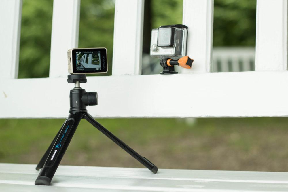 Entgegen der GoPro lässt sich die Activeon Cx Gold ohne Gehäuse und Adapter auf einem Stativ montieren