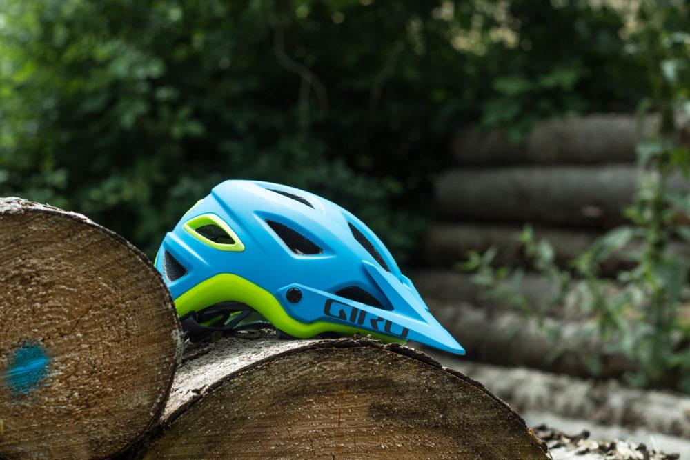 Der Giro Montaro in feschem blau-grün
