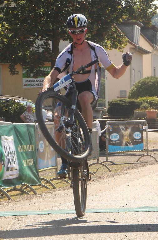 Niklas Schehl_wheelie_winning_BL16_Ortenberg_by Goller