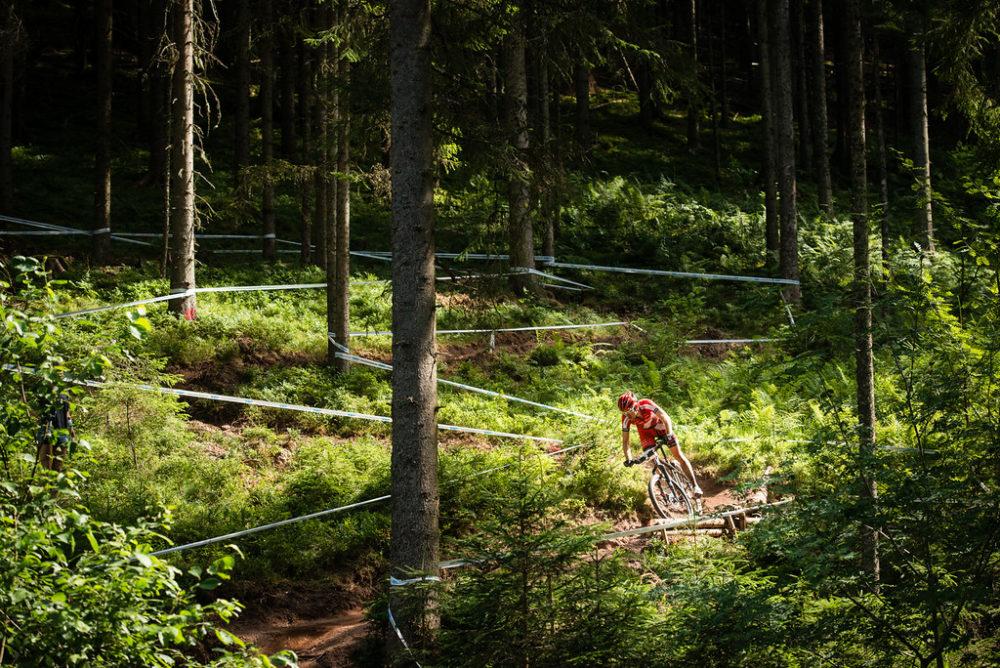 Schulte-Lünzum im Downhill (c) Dobslaff
