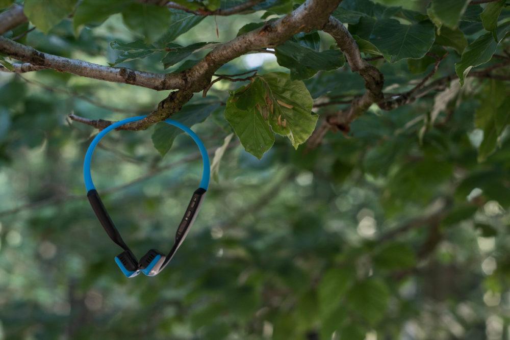 Dank fehlender Kabel wirken die Kopfhörer sehr filigran und kompakt.