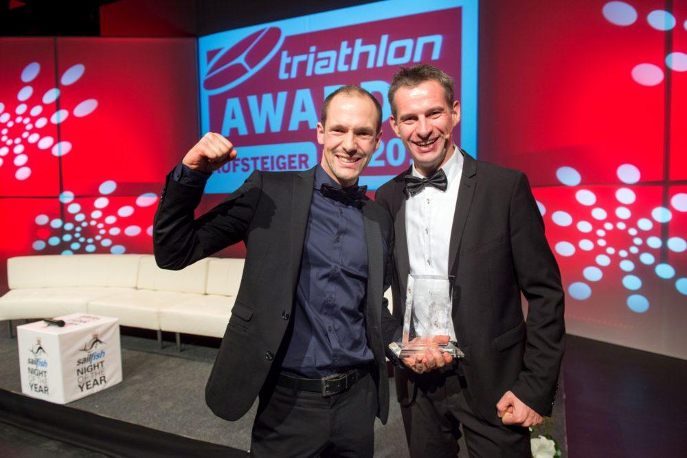 Aufsteiger des Jahres Patrick Lange mit triathlon-Verleger Frank Wechsel