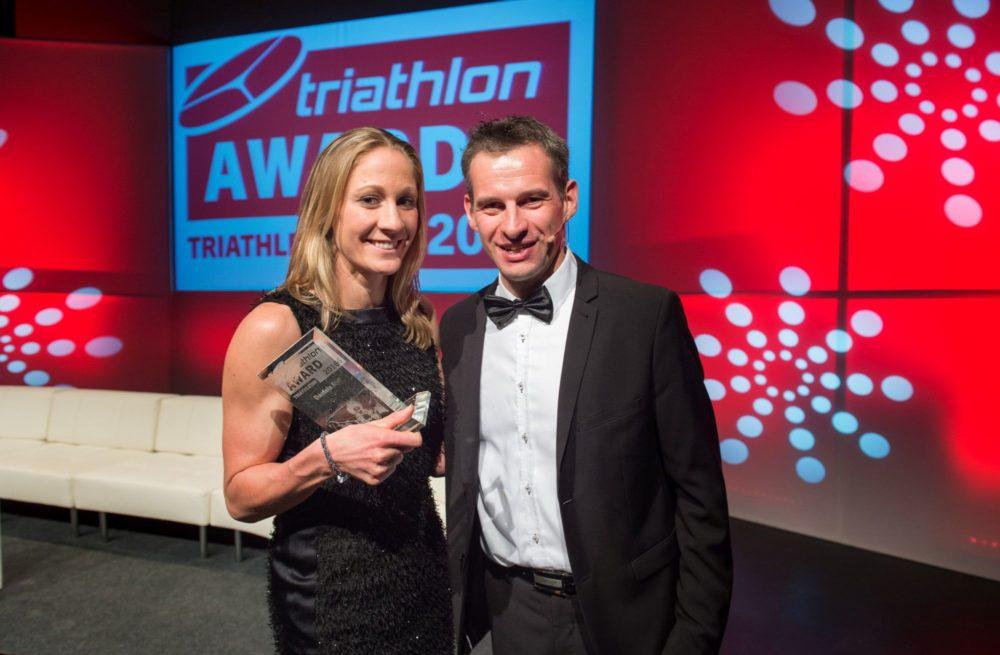 Triathletin des Jahres Daniela Ryf mit triathlon-Verleger Frank Wechsel